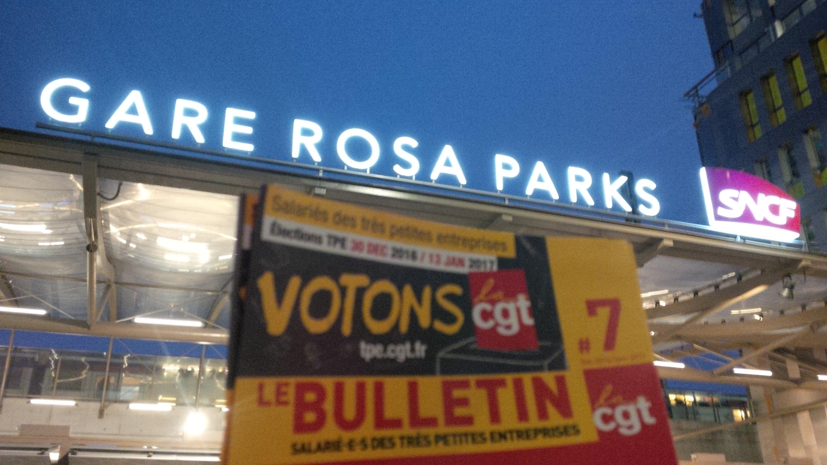 ul cgt paris 19 le mardi 13 décembre 2016 diffusion de tracts à la gare Rosa Parks pour la campagne des élections dans les très petites entreprises 2016